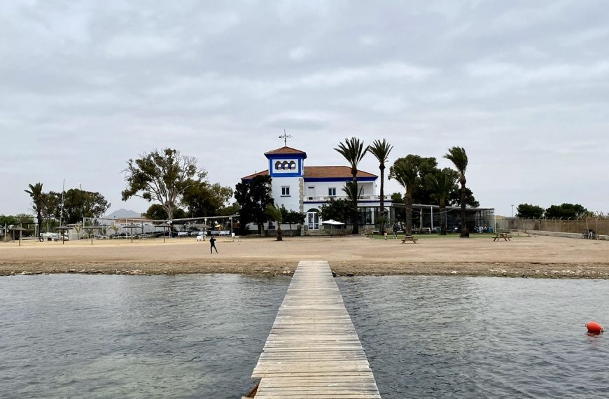 Restaurante Kinita Beach Club, terraza mirando al Mar Menor