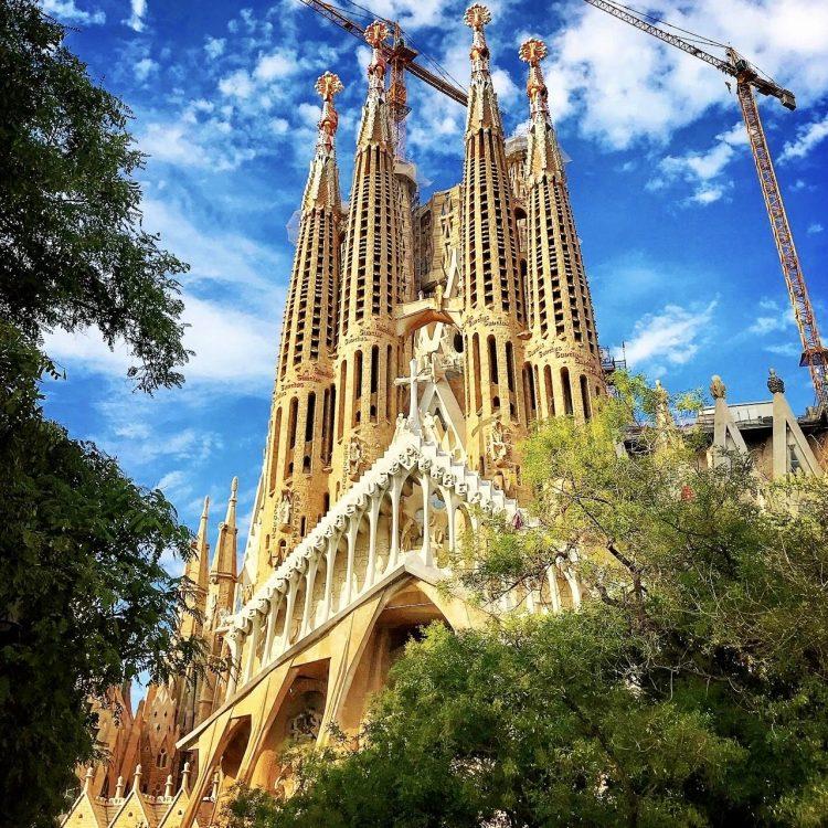 Barcelona en un día de escala: qué visitar y dónde dormir