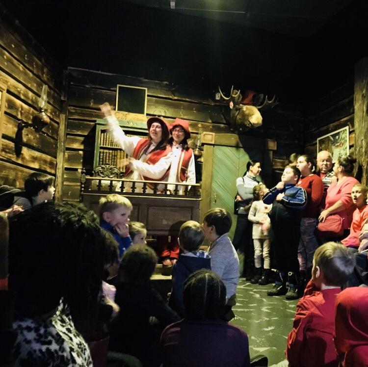 Papá Noel en Laponia escuela de los elfos