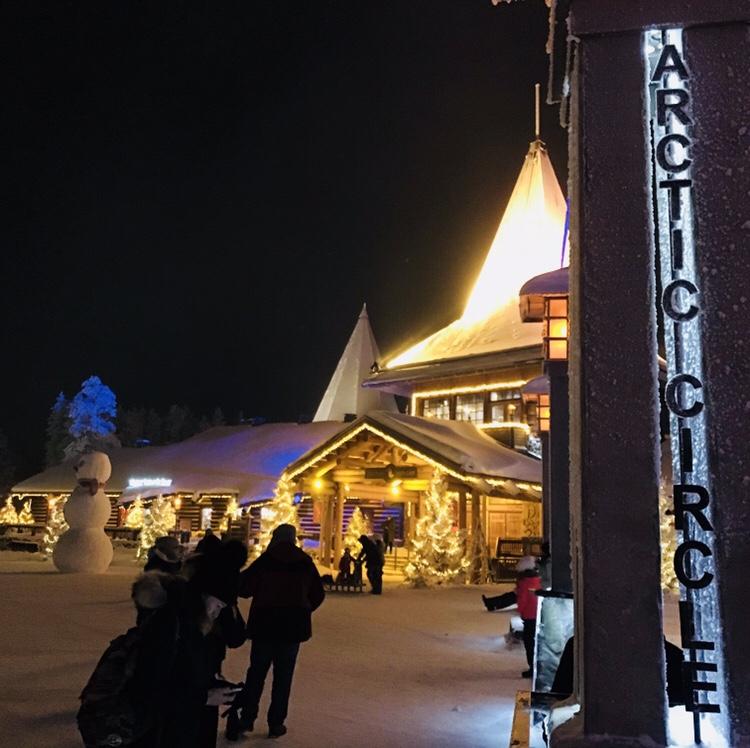 Línea círculo polar Papá Noel en Laponia