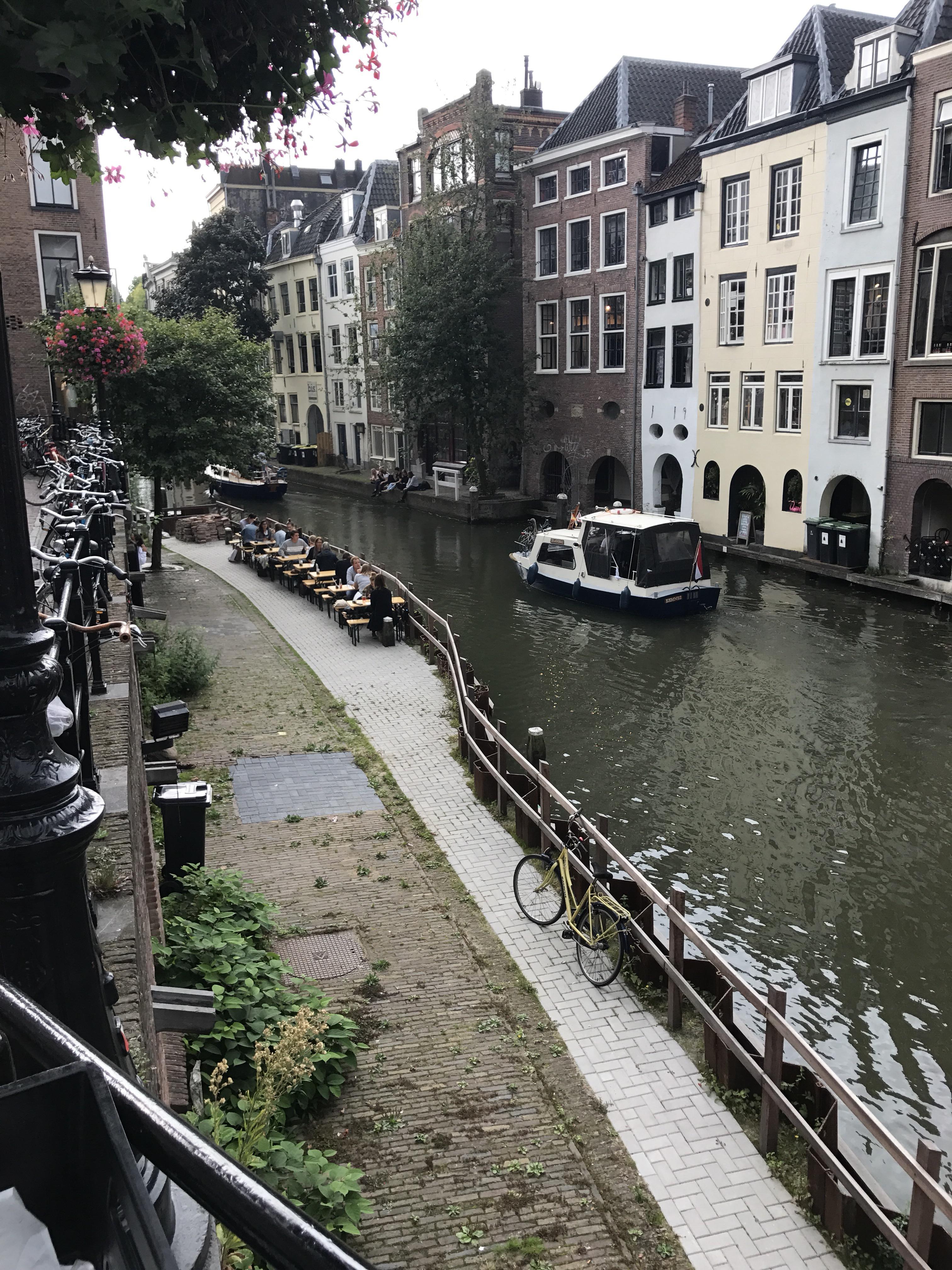 Bares canal Oudegracht Utrecht