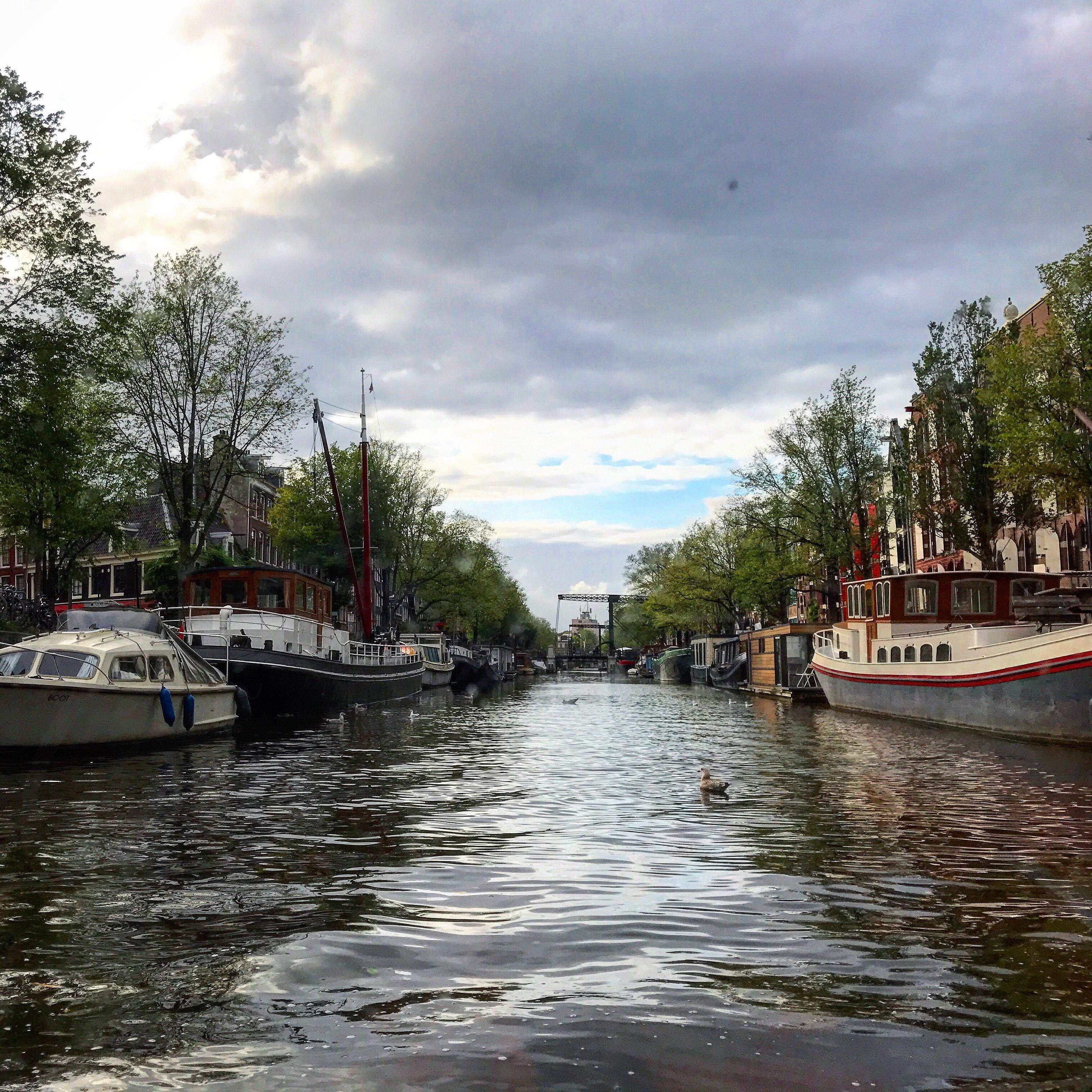 Canales Amsterdam desde el agua que hacer en Holanda